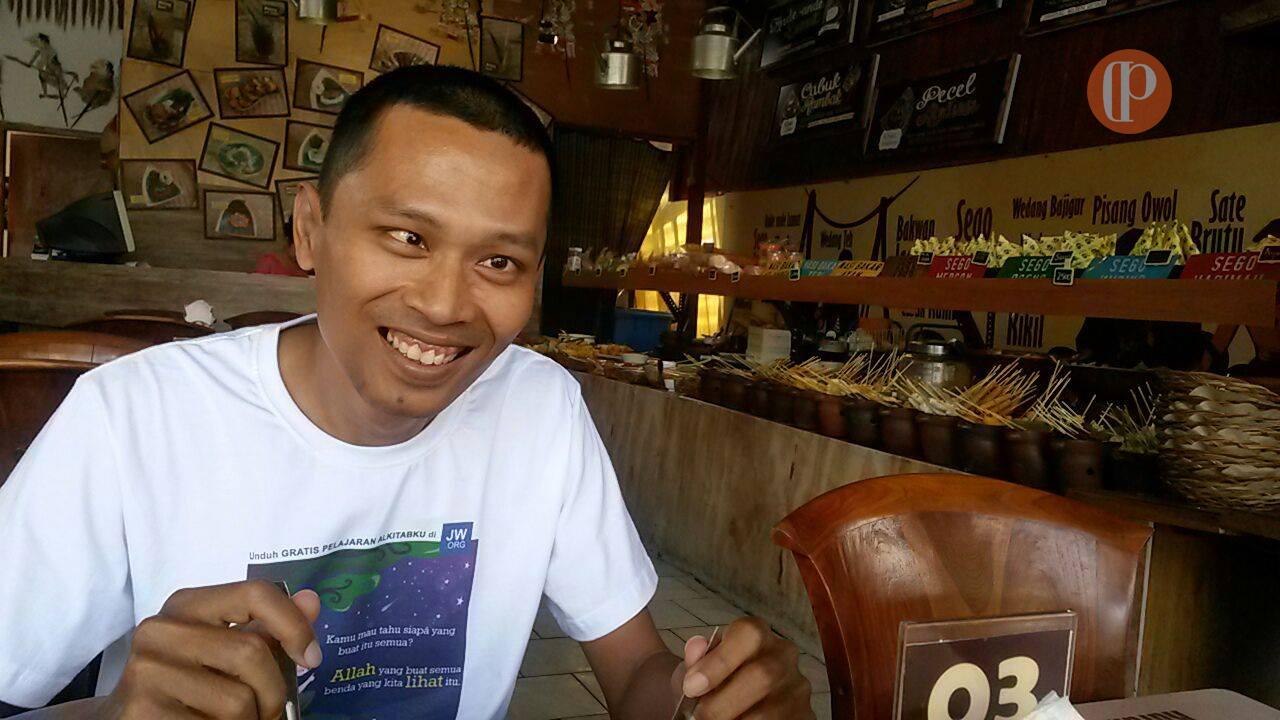 Makan di kedai ceret Bali